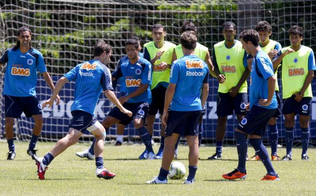 Cruzeiro anuncia contratação do lateral-direito Vitor por empréstimo -