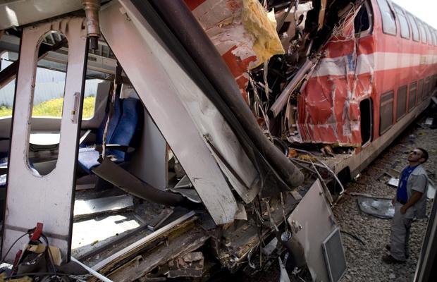 Danos causados pela colisão entre dois trens de passageiros em Netanya, Israel, nesta quinta-feira - Crédito: Foto: AP