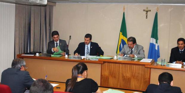 A Comissão de Constituição e Justiça da AL durante reunião na quarta-feira - Crédito: Foto : Divulgação