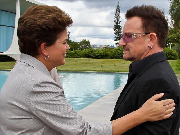 Dilma no Palácio da Alvorada com o vocalista da banda U2 , Bono - Crédito: Foto: Roberto Stuckert Filho/PR
