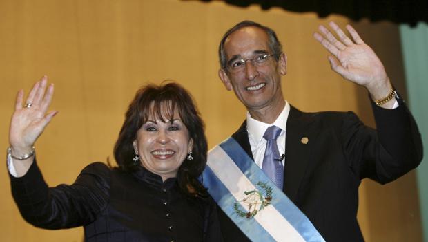O presidente da Guatemala, Alvaro Colom, e a primeira-dama, Sandra Torres, após a posse dele em 14 de janeiro de 2008, na Cidade da Guatemala. - Crédito: Foto: Reuters
