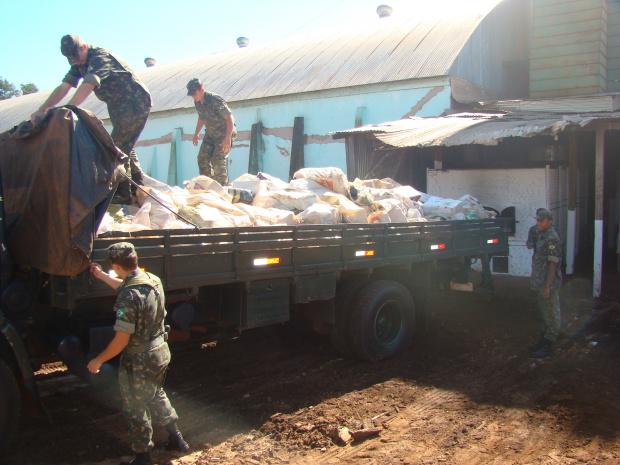 Militares do Exército realizaram o transporte e apoiaram na incineração da droga - Crédito: Foto : Vilson Nascimento