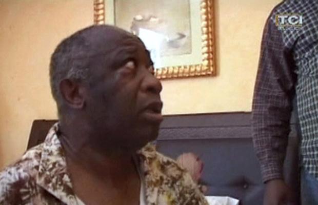 Laurent Gbagbo é visto após sua prisão, nesta segunda-feira - Crédito: Foto: AP