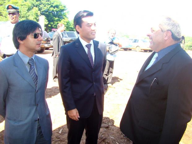 Os juizes César e Thiago Tanaka, com o diretor-geral da Polícia Civil de MS, Jorge Neto - Crédito: Foto : Vilson Nascimento