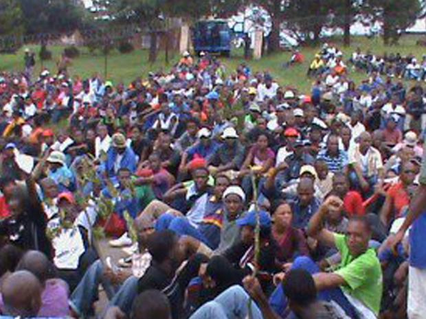 Manifestantes durante protesto em Manzini nesta terça-feira - Crédito: Foto: AP