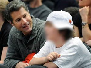 David Goldman e o filho Sean em jogo de basquete nos EUA no começo do ano passado  - Crédito: Foto: Bill Kostroun / AP