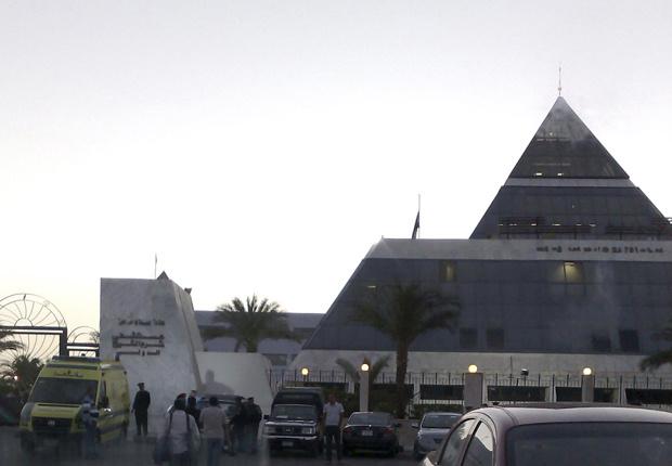 Policiais guardam o hospital internacional de Sharm el-Sheikh nesta terça-feira - Crédito: Foto: AP