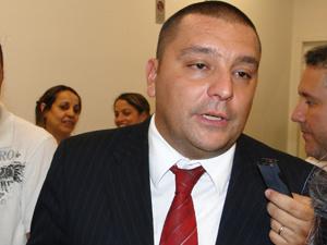 Cláudio Dalledone fala à imprensa depois do julgamento do habeas corpus do goleiro Bruno  - Crédito: Foto: Alex Araújo/G1 MG