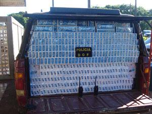 Cigarros contrabandeados foram encontrados em veículo em MS - Crédito: Foto: Divulgação/DOF-MS