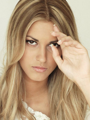 A modelo Jennifer Viturino em foto de álbum de família - Crédito: Foto: Álbum de família