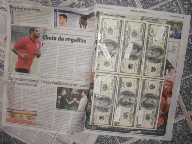 Dinheiro também estava escondido entre páginas de jornais - Crédito: Foto: Divulgação/PF de Tabatinga