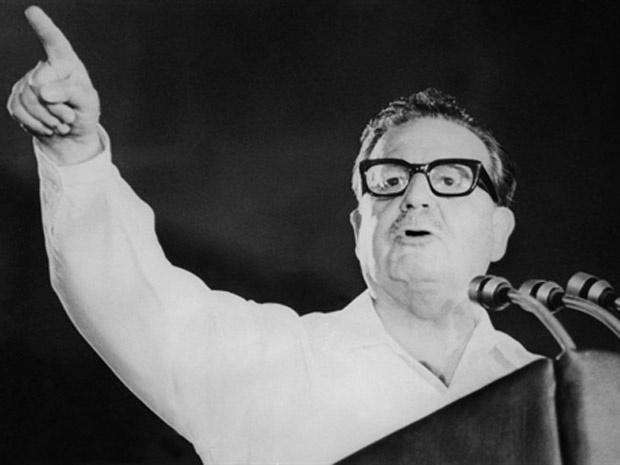 Imagem de arquivo mostra Salvador Allende em evento de aniversário do partido comunista chileno. - Crédito: Foto: France Presse