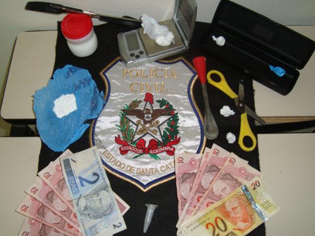 Material apreendido com suspeito de tráfico em SC - Crédito: Foto: Divulgação/Polícia Civil