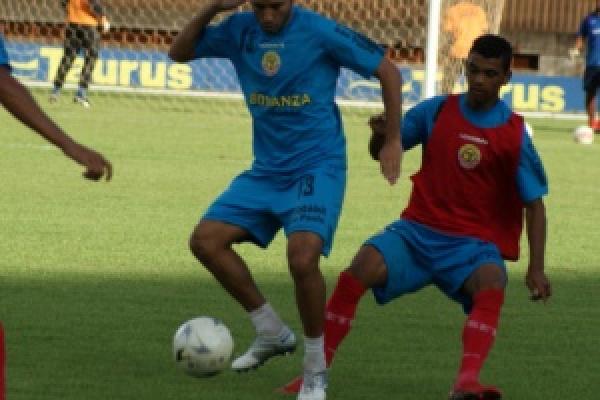 Apesar dos treinos, não foi possivel o Sete vencer o desesperado Corumbaense - Crédito: Foto : Marcelo Humberto