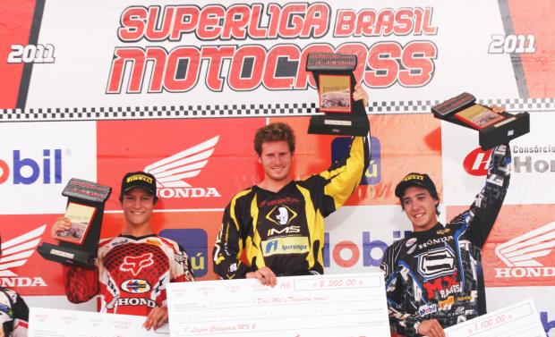 Pódio da categoria MX2 da Superliga Brasil de Motocross - Crédito: Foto: Luiz Pires/VIPCOMM