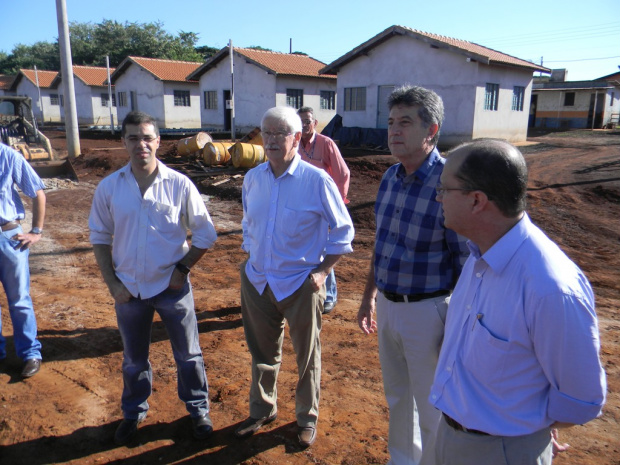 Prefeito e presidente da Sanesul vistoriaram obras do Estrela Tovi - Crédito: Foto : Divulgação