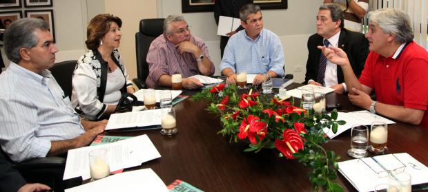 Conselheiros do TCE e parlamentares durante encontro em Campo Grande - Crédito: Foto : Divulgação