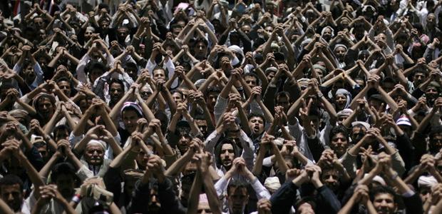 Manifestantes protestam contra o governo nesta terça-feira - Crédito: Foto: AP