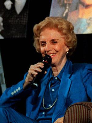 Madelyn Pugh Davis, roteirista da série \'I love Lucy\', em foto de 1997 - Crédito: Foto: Reed Saxon/AP