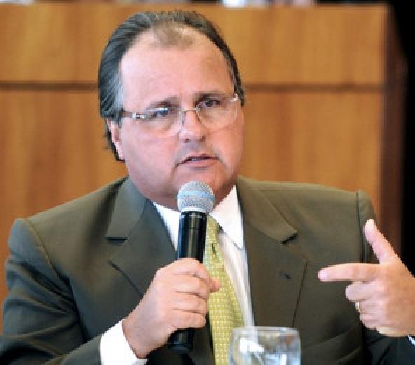 Ministro promete a Geraldo liberação de recursos para asfalto da Cachoeirinha - Crédito: Foto : Rodrigo Pael/Brasília
