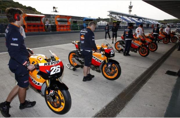 Dani Pedrosa, Casey Stoner e Andrea Dovizioso, da equipe Repsol Honda RC212V na MotoGP - Crédito: Foto: Divulgação Honda/VIPCOMM