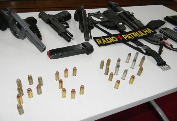 Armas apreendidas com quadrilha em Aracaju - Crédito: Foto: Divulgação/Reinaldo Gasparoni/SSP