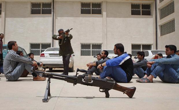 Rebeldes treinam novos recrutas nesta terça-feira - Crédito: Foto: AP