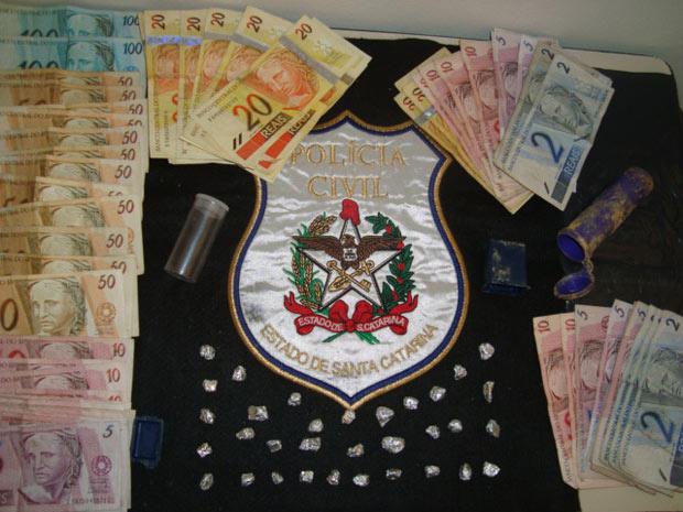 Material apreendido com suspeitos de tráfico em Santa Catarina - Crédito: Foto: Divulgação/Polícia Civil
