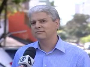 O corretor de imóveis David Natalli teve carro multado em frente à garagem de casa em Vitória  - Crédito: Foto: Reprodução/TV Gazeta de Vitória
