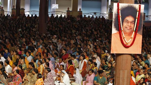 Multidão se despede de Sai Baba nesta quarta-feira - Crédito: Foto: AP