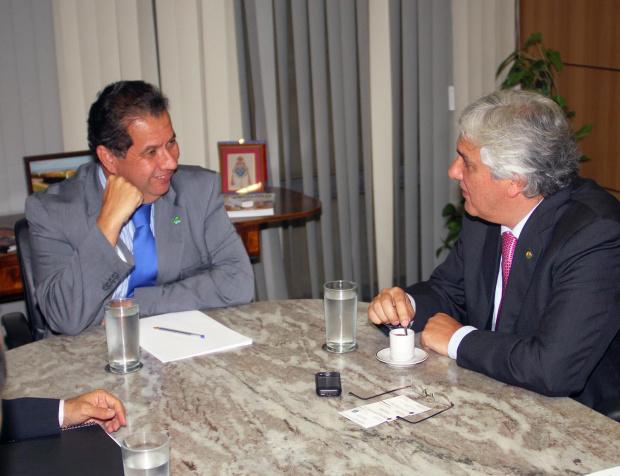 Delcidio durante encontro com ministro Carlos Lupi - Crédito: Foto : Divulgação