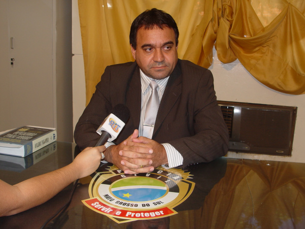Delegado João Alves de Queiróz vai ouvir hoje os familiares da vítima - Crédito: Foto: Sidnei Bronka