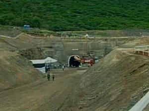 Trecho de construção do túnel Cuncas I durante visita de Lula em dezembro de 2010 - Crédito: Foto: Reprodução/TV Globo
