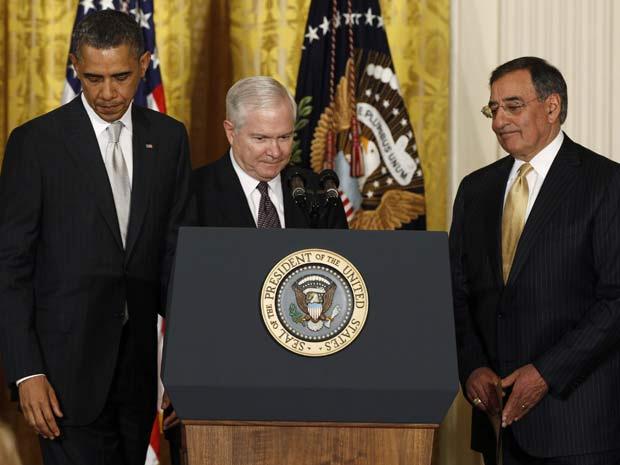 Leon Panetta, à direita, é apresentado por Obama como novo secretário de Defesa dos Estados Unidos - Crédito: Foto: Reuters