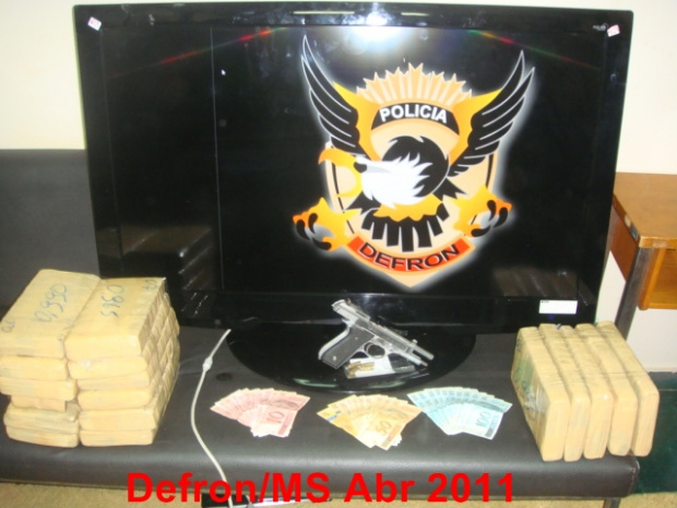 Policiais do Defron apreenderam 16,8 quilos de maconha e prendeu cinco homens - Crédito: Foto: Divulgação/ Defron