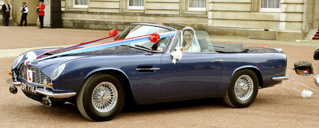 William e Kate no Aston Martin de Charles - Crédito: Foto: John Stillwell/Reuters