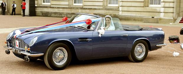 William e Kate no Aston Martin de Charles - Crédito: Foto: John Stillwell/Reuters