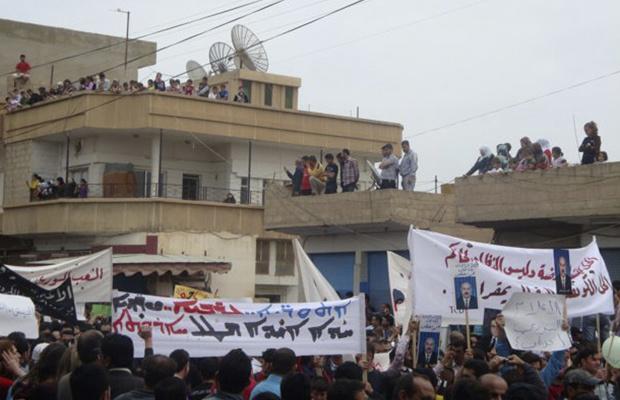 Manifestantes protestam contra o governo da Síria nesta sexta-feira - Crédito: Foto: AP