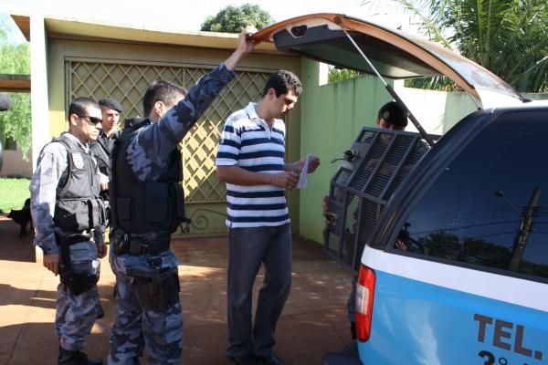 Momento em que Sidlei é preso Foto: Hédio Fazan -