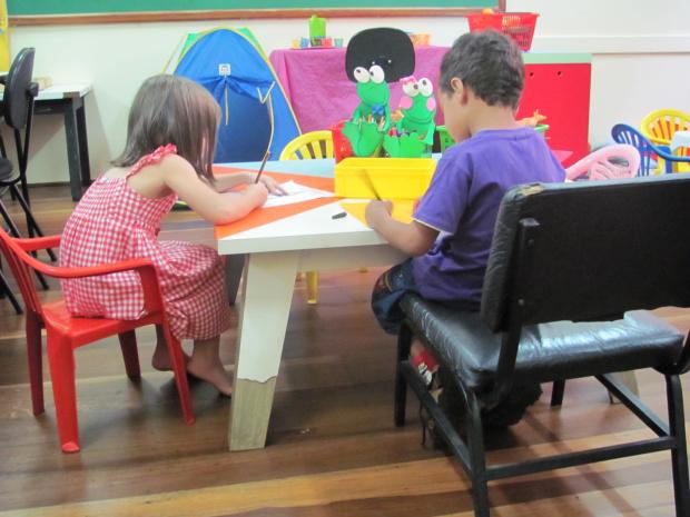 Brincadeiras desenvolvem diversos aspectos da personalidade da criança, como o intelecto, o lado afetivo, a sociabilidade e a motricidade  -