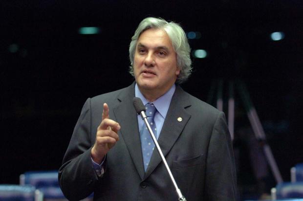 Delcídio anuncia empenho de recursos  para atender municípios de MS  -