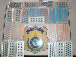 Homem foi detido por suspeita de contrabando de medicamentos  - Crédito: Foto: Polícia Rodoviária Federal/Divulgação