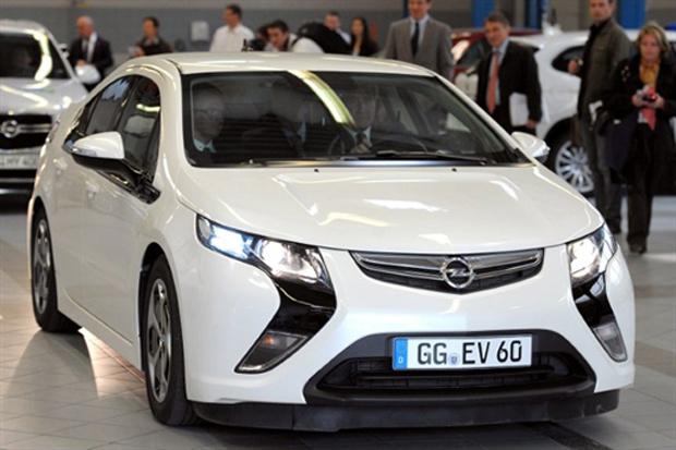 Opel Ampera é um híbirdo plug-in baseado no Chevrolet Volt - Crédito: Foto: AFP