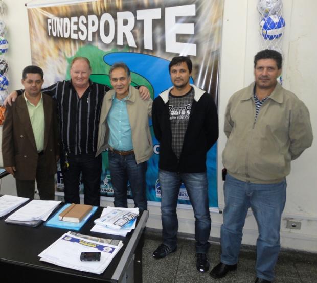Prefeito Darcy, autoridades municipais e Julio presidente do Fundesporte - Crédito: Foto: Divulgação