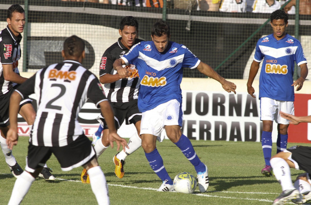 Henrique, volante do Cruzeiro - Crédito: Foto: Washington Alves/VIPCOMM
