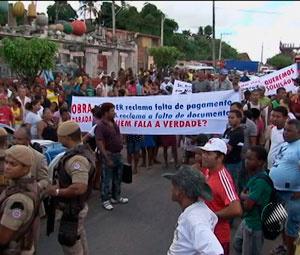 Estrada do CIA é fechada por protesto  - Crédito: Foto: Reprodução/TVBA