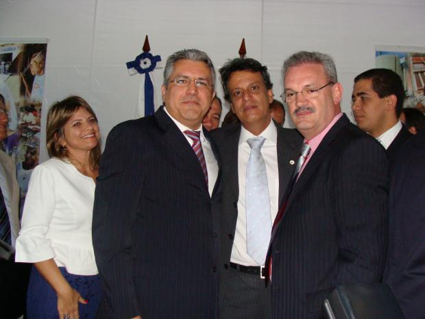 Ministro da Saúde, Alexandre Padilha, deputado Geraldo Resende, e o superintendente estadual da Funasa, Flávio Britto - Crédito: Foto: Rodrigo Pael/Brasília