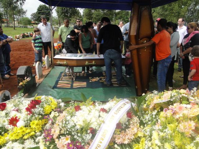 Funeral reuniu familiares e amigos do pioneiro Lídio Nunes Verão, que foi homenageado - Crédito: Foto : Hedio Fazan/PROGRESSO