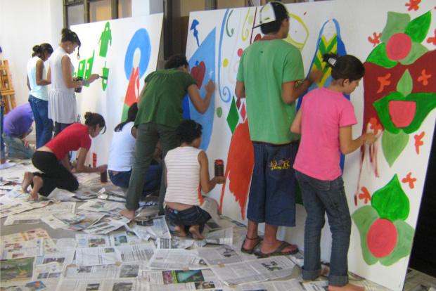 Oficina de pintura de painéis de Ana Ruas realizada na Semana de Museus - Crédito: Foto: Divulgação