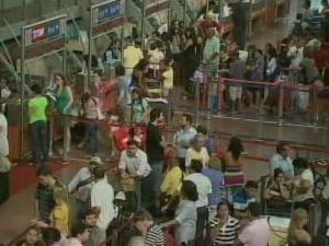 Aeroporto voltou a funcionar normalmente na noite desta quarta-feira, em Maceió  - Crédito: Foto: Reprodução/TV Gazeta de Alagoas